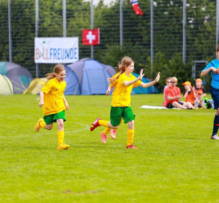 Internationale_Fussballturniere_Mädchen_Jubel