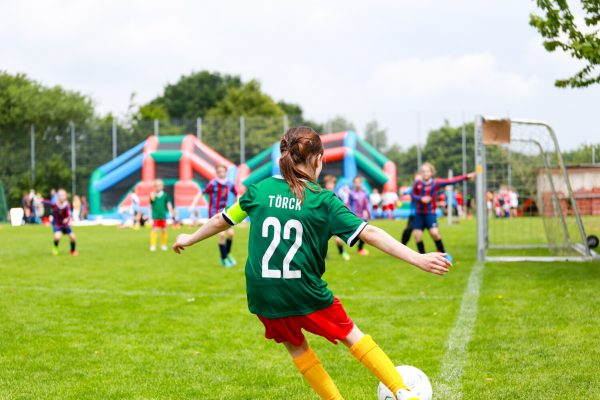 Internationale_Fussballturniere_Mädchen_Eckball