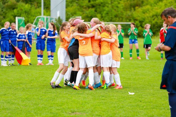 Internationale_Fussballturniere_Mädchen_Jubelkreis